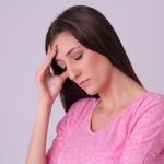 夏だけ頭痛になる人がいるってホント?原因と治し方も教えて